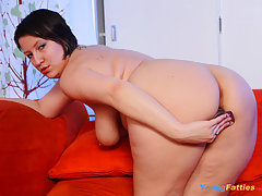 Plump hoochie inserts a glass dildo into her twat